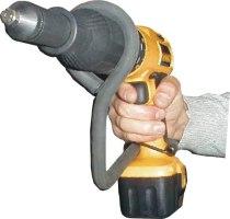 Remachadora para taladro con una mano libre